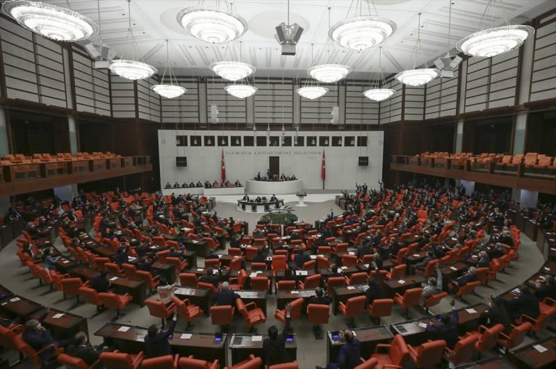 AK Parti ve MHP gruplarının ortak hazırladığı infaz düzenlemesine ilişkin kanun teklifi, TBMM Genel Kurulunda kabul edilerek yasalaştı.