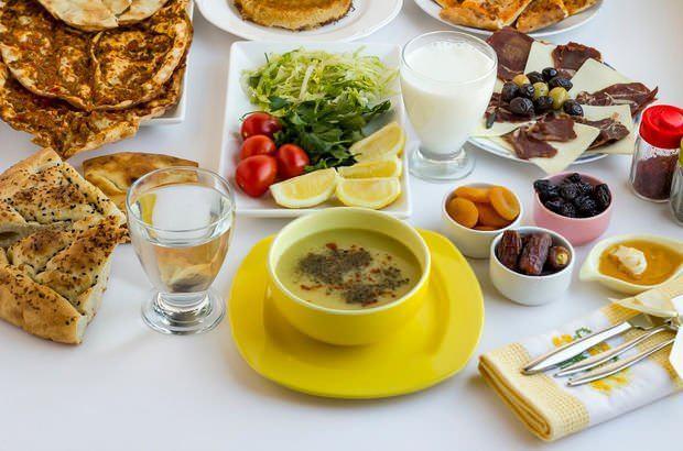 iftar sofralarında mutlaka çorba olması gerekir. Çorba sussuz kalmış organları yumuşatır.