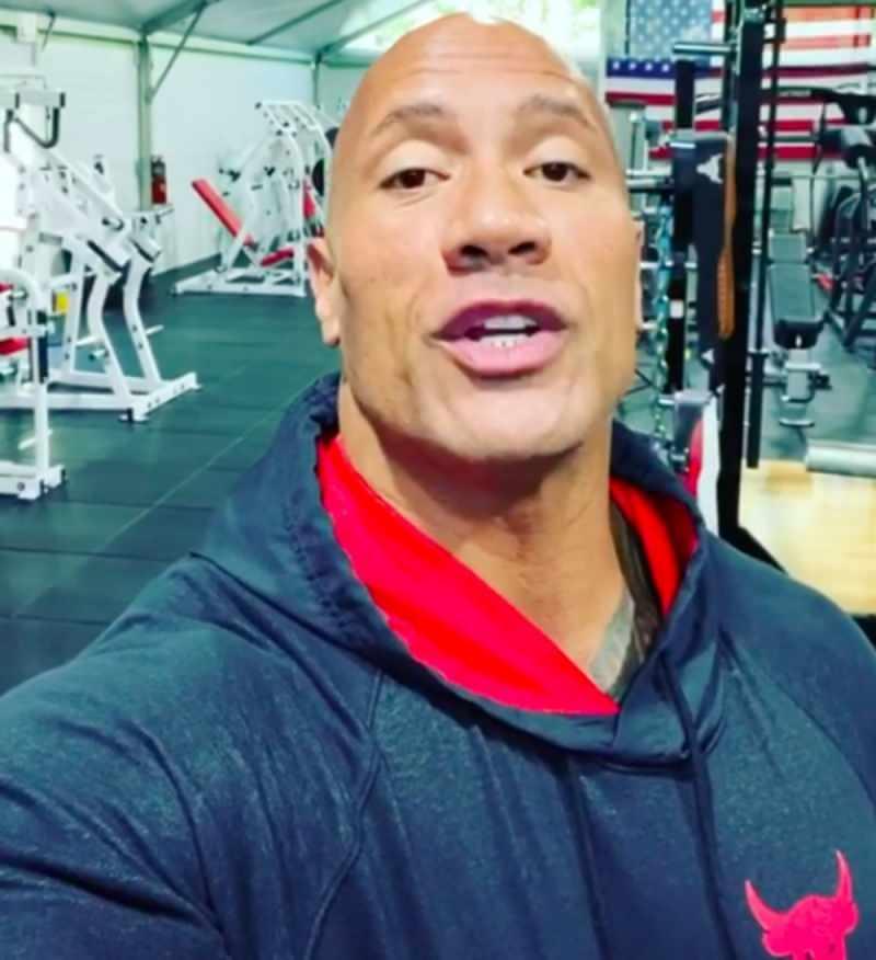 Dwayne Johnson karantinada spor salonlarında