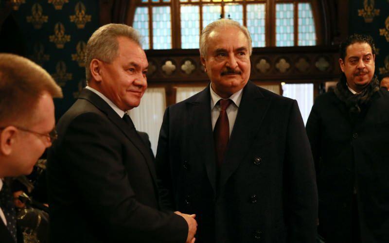 Darbeci Hafter, Moskova'ya yaptığı ziyarette Rusya Savunma Bakanı Sergey Şoygu ile görüşmüştü...