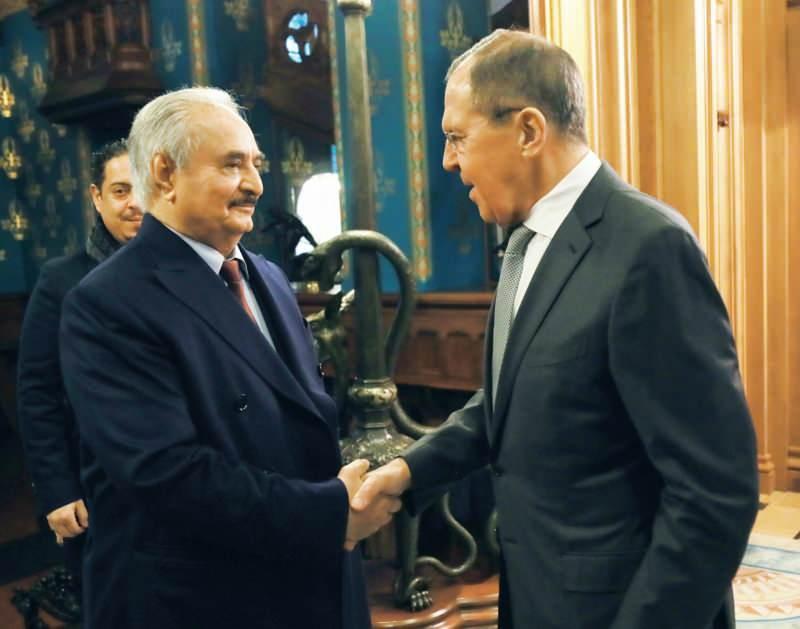 Darbeci Hafter, Moskova'ya yaptığı ziyarette Rusya Dışişleri Bakanı Sergey Lavrov ile görüşmüştü...