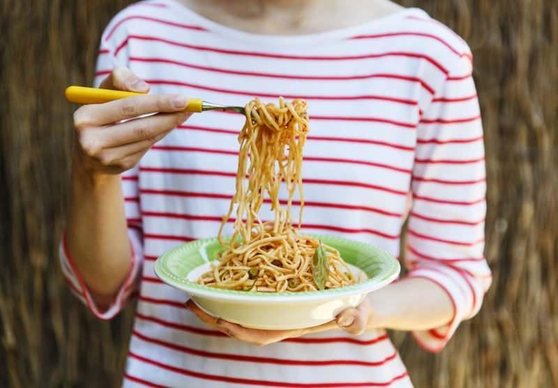 Makarna kilo aldırır mı? Salçalı makarna kilo aldırır mı? Evde düşük kalorili makarna nasıl yapılır?