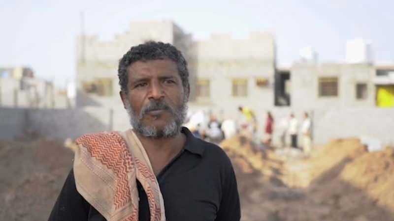 Mezarlığı yöneten Ahmed: Hangi hastalıktan öldüklerini bilmiyoruz...