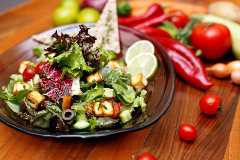 Zayıflatan salata tarifi! Doyurucu salata
