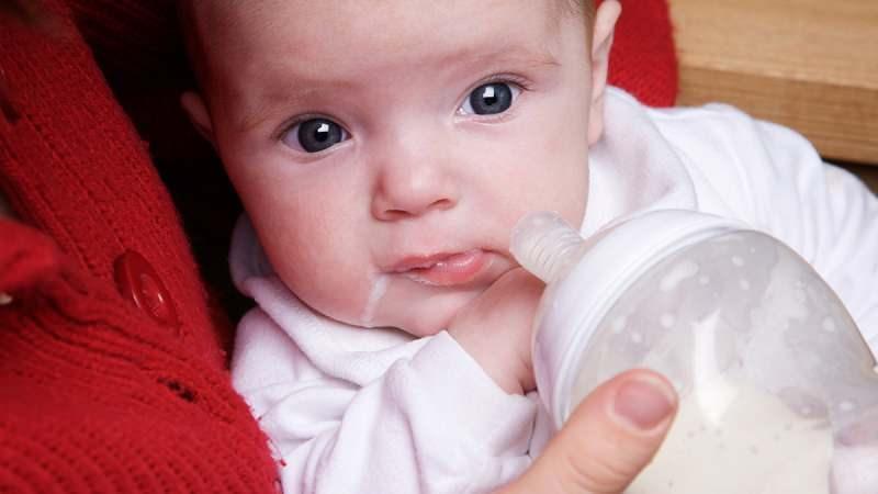 Kusan bebeğe ne yapılmalı? Kusan bebeğe ne iyi gelir?