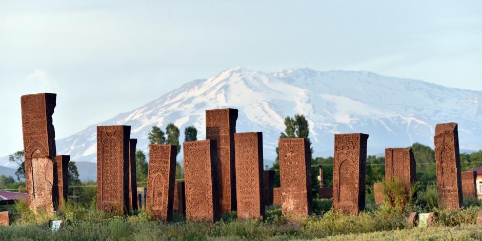 Ahlat'taki Selçuklu Mezarlığı ziyaretçilerine kapılarını açtı