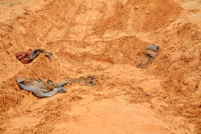 Libya'nın doğusundaki gayrimeşru silahlı güçlerin lideri Halife Hafter'e bağlı milislerin işgalinden kurtarıldıktan sonra birbiri ardına toplu mezarların bulunduğu Terhune vilayeti, ortaya çıkan vahşetin şokunu yaşıyor. Terhune'de bulunan toplu mezarlardan çıkarılan 150'den fazla cesetten bazılarının kadın ve çocuklara ait olması vahşetin boyutlarını gözler önüne seriyor.