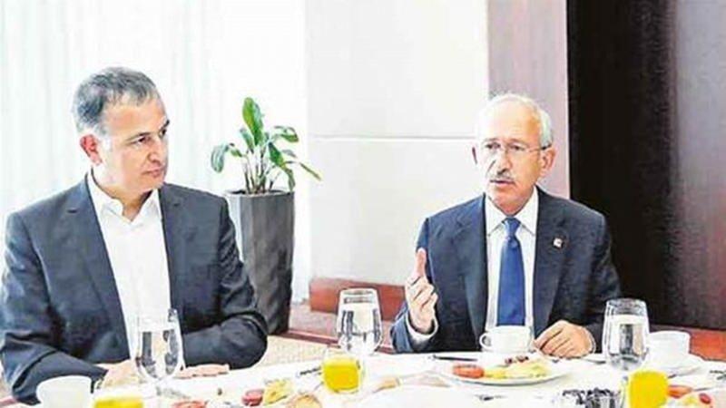 Kemal Kılıçdaroğlu, firari FETÖ'cü ve eski Zaman gazetesinin genel yayın yönetmeni Ekrem Dumanlı ile birlikte.