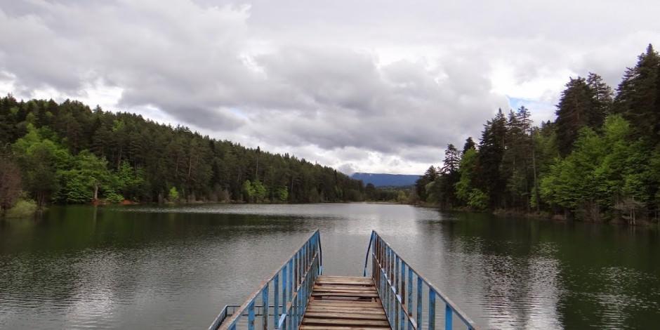 Bilecik'in doğal kamp yeri Bozcaarmut Göleti