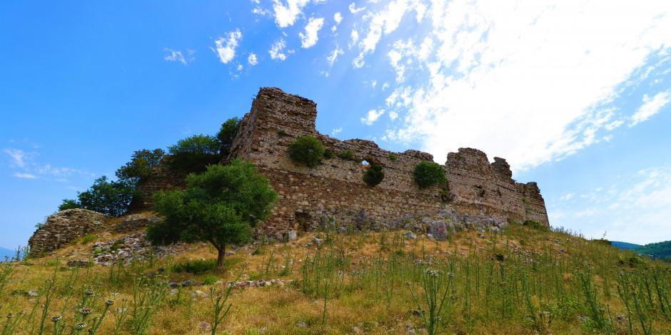 800 yıllık Yoğurtçu Kalesi tarihe meydan okuyor