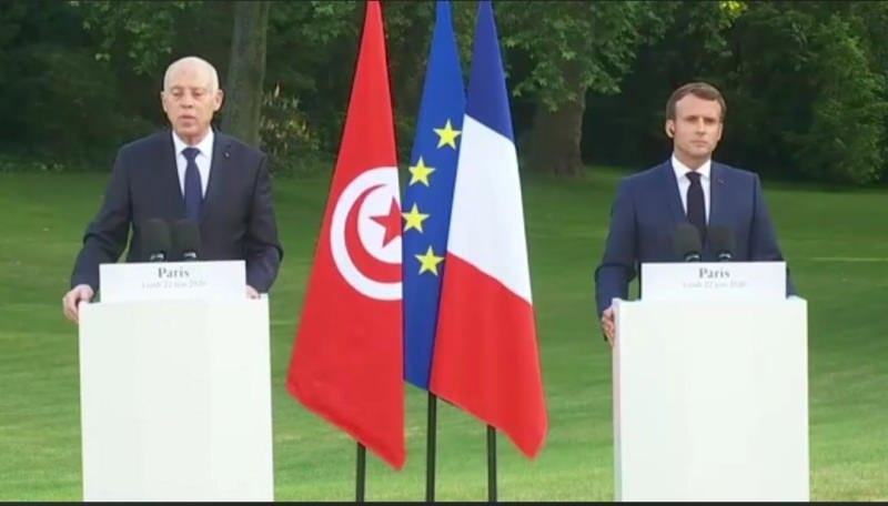 Macron ve Kays'in düzenlediği ortak basınm toplantısından bir kare