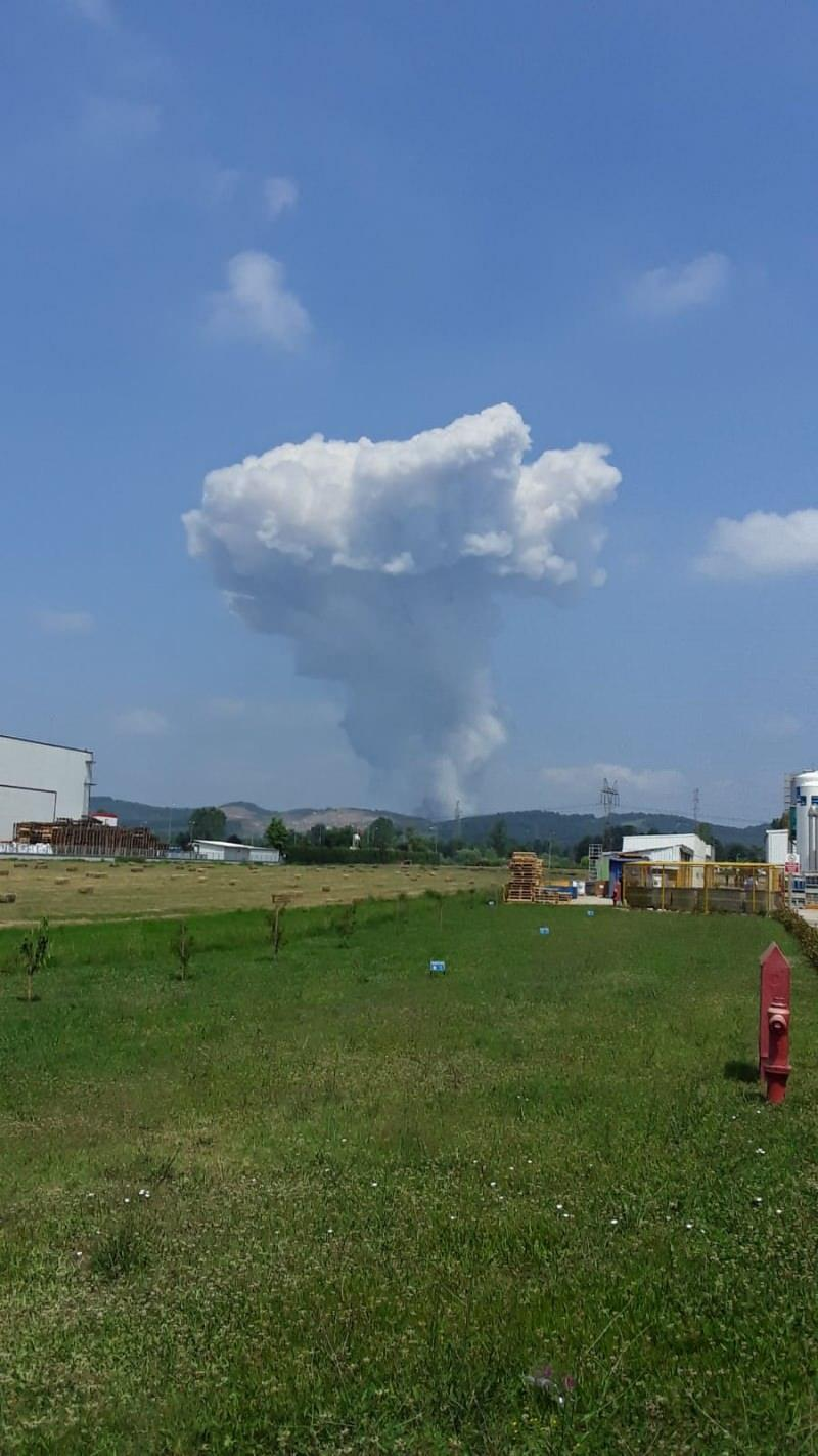Son dakika: Sakarya'da fabrikada peş peşe patlamalar! İçeride 150-200 kişi var deniyor...