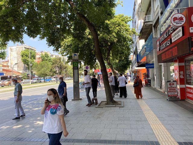 Son dakika: Patlama ile birlikte vatandaşlar deprem olduğunu zannedip sokaklara döküldü.