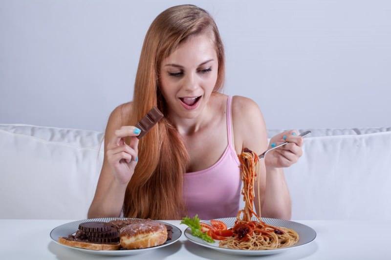 bulimia nevroz hem aşırı yemek yeme isteği hem de kusma hastalıklarının ortak bağlantısı olarak gelişir.