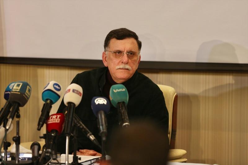 Libya Başbakanı Fayiz es-Serrac, askeri bölge komutanlarıyla Sirte-Cufra bölgesinde devam eden operasyonları görüştü.