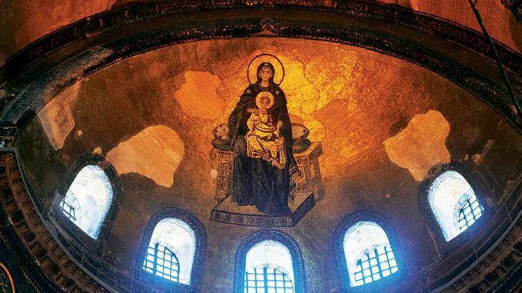 Kıble yönündeki yarım kubbede yer alan Meryem Ana ve çocuk İsa figürü