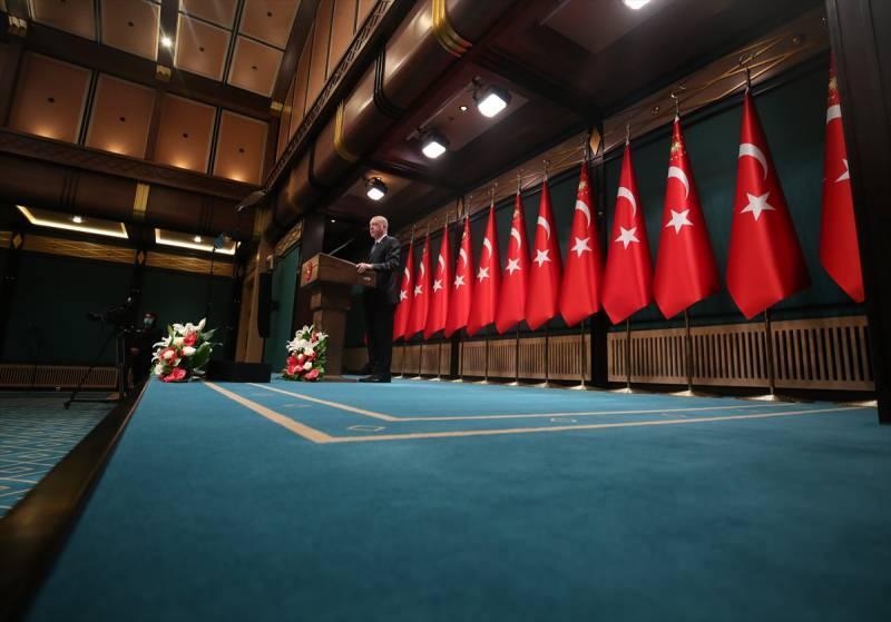 Türkiye Cumhurbaşkanı Recep Tayyip Erdoğan başkanlığında yapılan Cumhurbaşkanlığı Kabine Toplantısı sona erdi. Toplantının ardından Cumhurbaşkanı Erdoğan açıklamalarda bulundu.