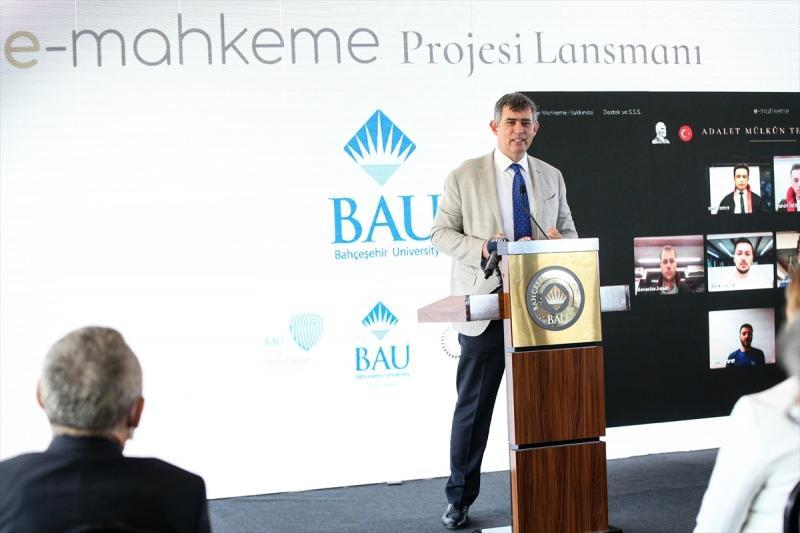 Türkiye Barolar Birliği Başkanı Metin Feyzioğlu, sistemin Bahçeşehir Üniversitesi Beşiktaş Güney Kampüsünde gerçekleştirilen tanıtım toplantısına katılarak konuşma yaptı.