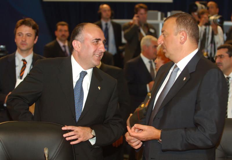 Memmedyarov (solda) Aliyev (sağda)