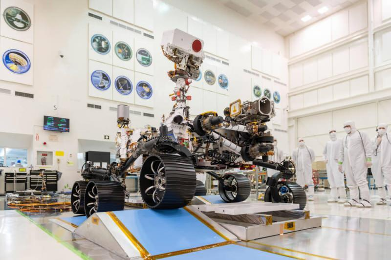 NASA'nın 'Rover' uzay mekiği Mars yolculuğuna başladı