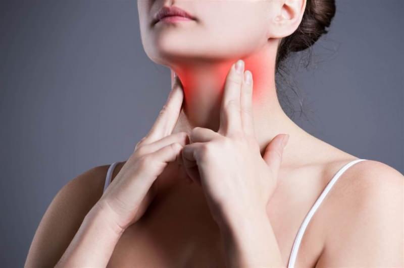 tonsilit ya iki ya da bir bademcikte görülür