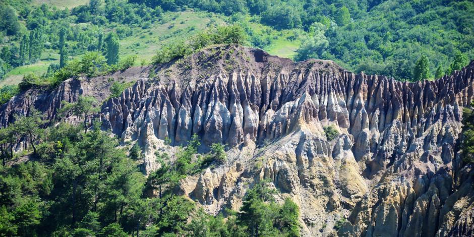Tokat'ın binlerce yıllık ilginç oluşumu 'Dilim kayalar'