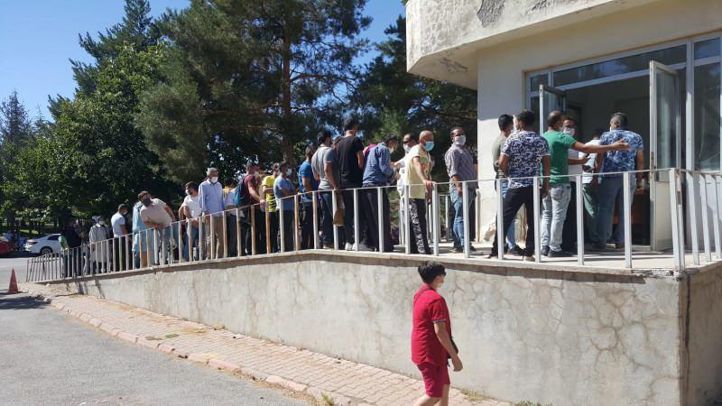 Kayseri'de 'koronavirüs testi' kuyruğu