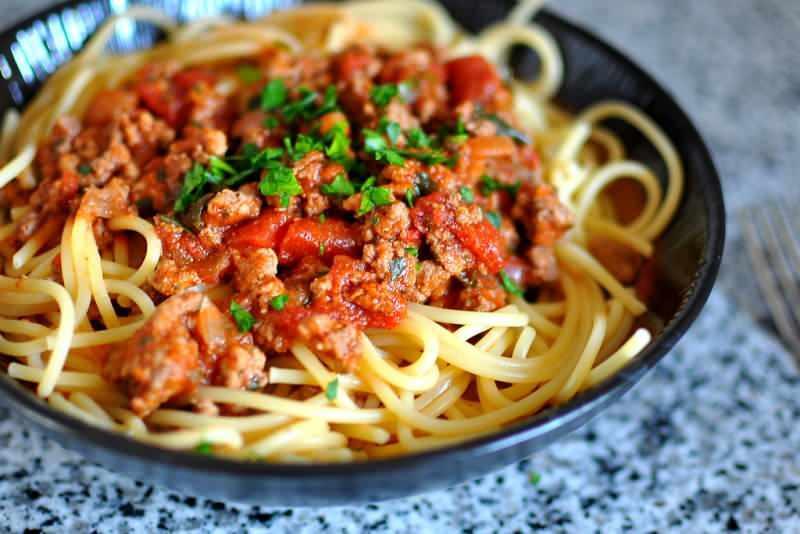 Bolonez sos nasıl yapılır ve içinde neler var? Bolonez sos evde yapımı