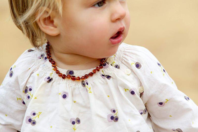 kehribar kolyenin bebeklere faydaları