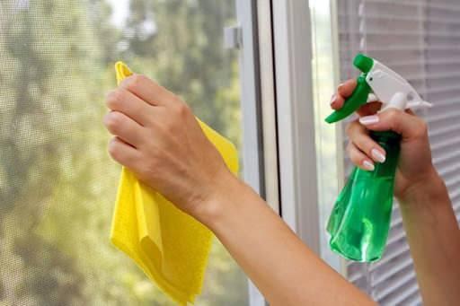 Pencereden boya lekesi nasıl çıkarılır?