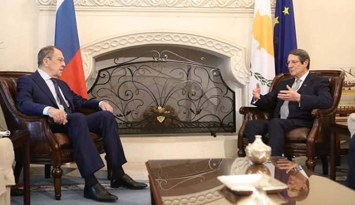 Lavrov, Rum lider Anastasiades ile baş başa görüştü.