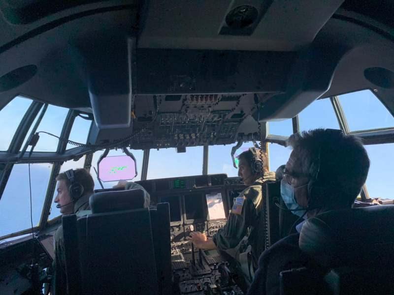 ABD'li Büyükelçi C-130 takviye uçağına bindi.