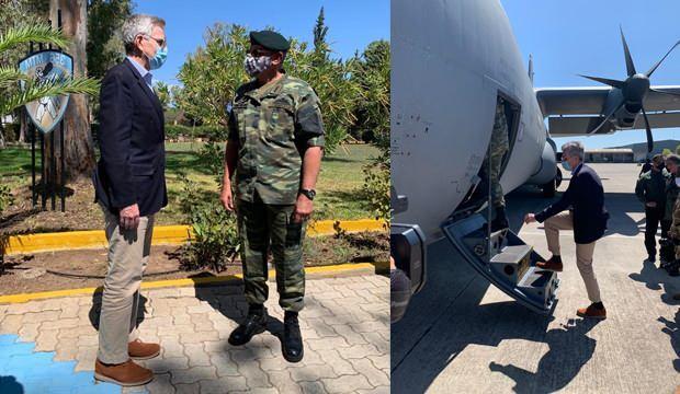 ABD'li Büyükelçi ve yunan Genelkurmay Başkanı C-130 takviye uçağına bindi.