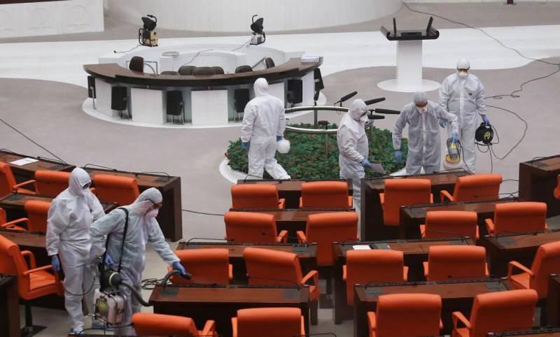 Son dakika haberi: TBMM'de koronavirüs nedeniyle bir personel hayatını kaybetti