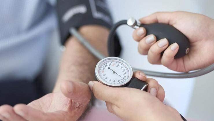 düşük tansiyon kan basıncının azalmasıyla görülür