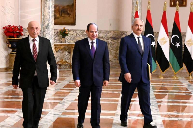 Sisi, Kahire'de Hafter ve Akile Salih ile bir araya geldi