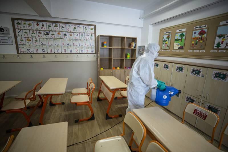 Sınıflar, yüz yüze eğitim öncesi dezenfekte edildi.