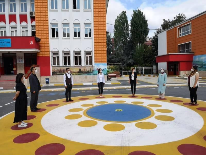 Okullarda temassız oyun alanı oluşturuldu.
