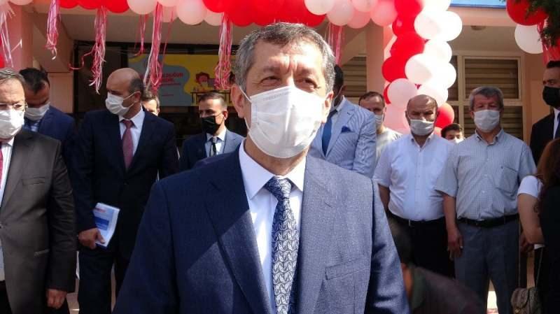 Milli Eğitim Bakanı Ziya Selçuk, Giresun'da okullarla ilgili önemli değerlendirmelerde bulundu.