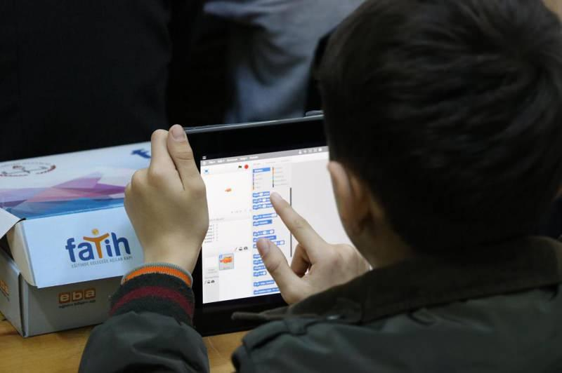 Son dakika haberi: Milli Eğitim Bakanı Ziya Selçuk, öğrenciler için dağıtılacak tabletler hakkında bilgi verdi.