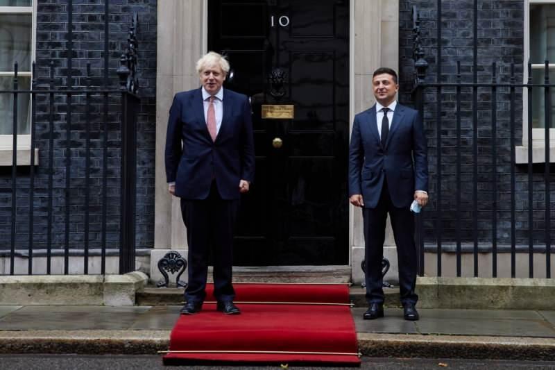 Ukrayna Devlet Başkanı Vladimir Zelenskiy ve Başbakan Boris Johnson