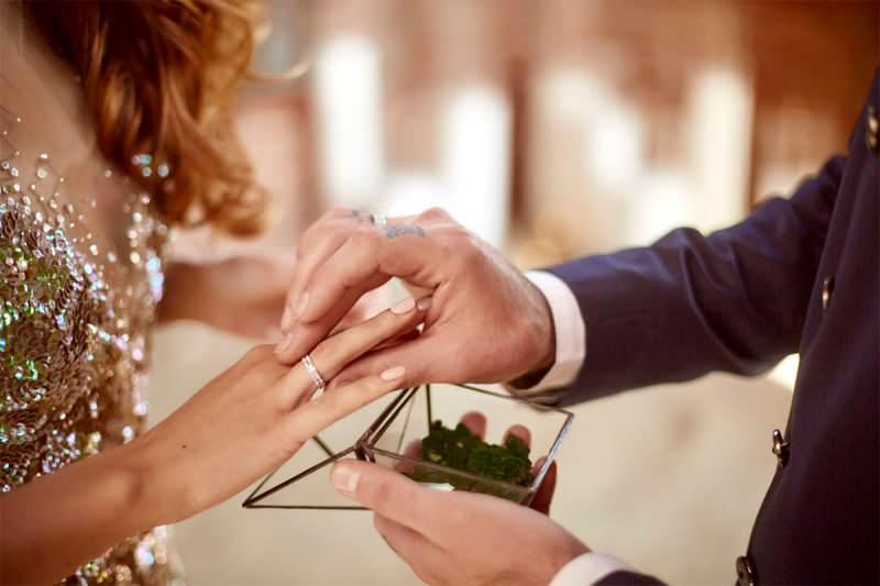 Söz yüzüğü nedir, söz yüzüğü hangi parmağa takılır?