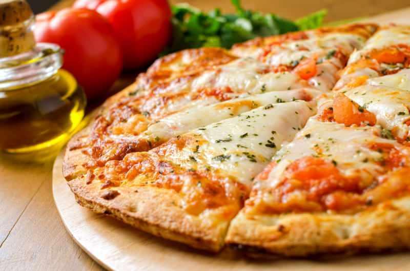 Margarita pizza nasıl yapılır, tarifi ? Margarita yapmanın püf noktaları