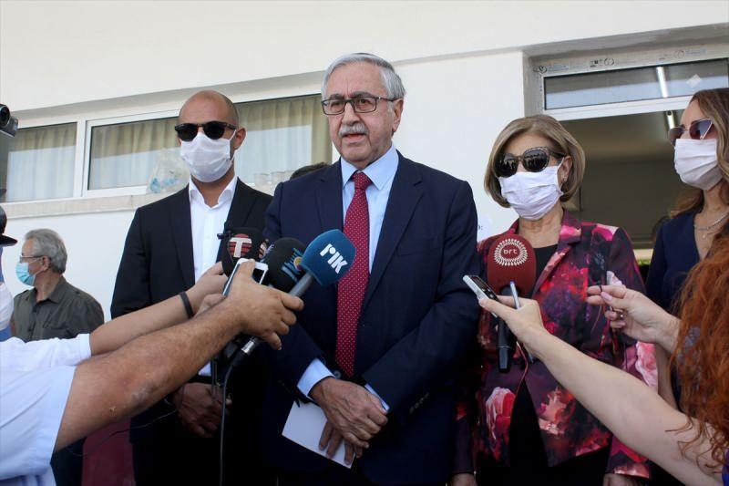 Mustafa Akıncı oy kullandıktan sonra açıklama yaptı.