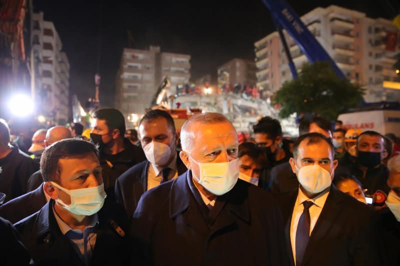 Cumhurbaşkanı Recep Tayyip Erdoğan, İzmir'de deprem bölgesini ziyaret etti