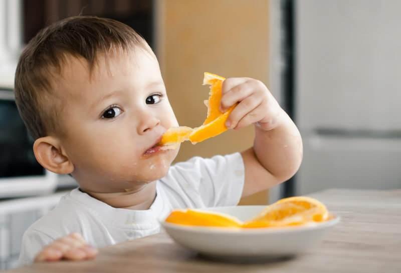 bebeklere meyve nasıl verilmeli