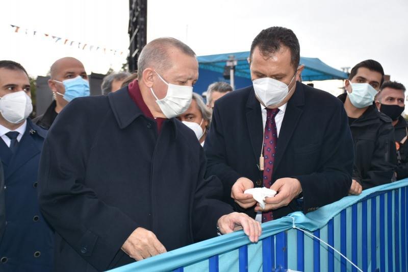 Başkan Erdoğan'a çocukluk arkadaşı saat hediye etti