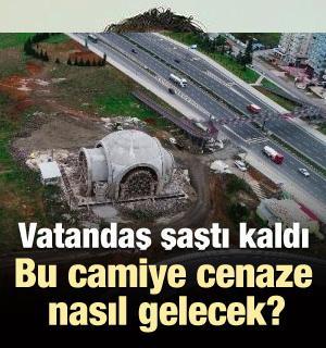 Trabzon'da cami iki yolun ortasında kaldı!