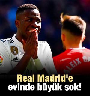 Real Madrid'e evinde büyük şok!